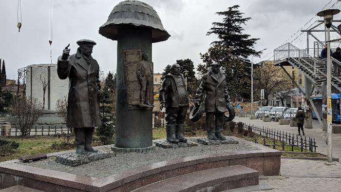 Памятник героям фильма Мимино