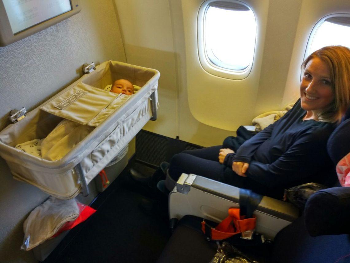Лучшие места в салоне самолета при перелете с детьми