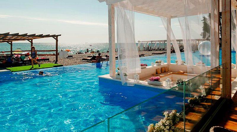 Отели Лазаревского с бассейном на берегу моря