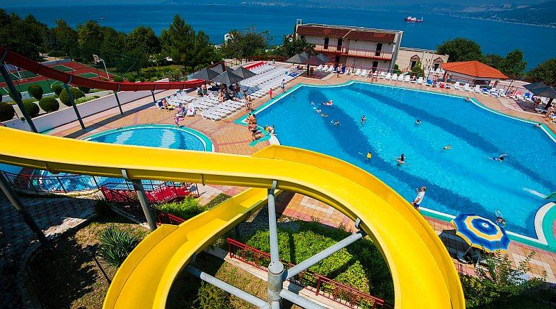 Отели Кабардинки с бассейном рядом с морем все включено