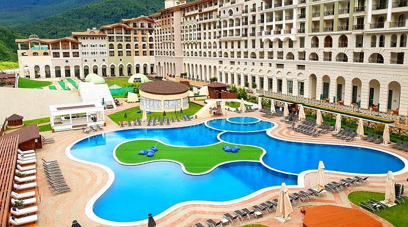 Отели Красной Поляны с бассейном с подогревом