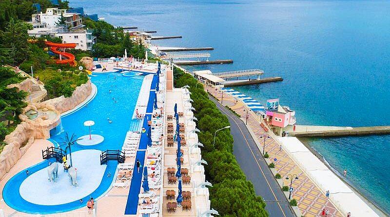Отели Крыма с бассейном на берегу моря