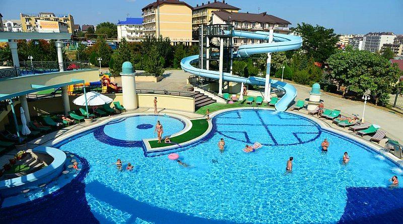 Отели Витязево с бассейном и собственным пляжем рядом с морем
